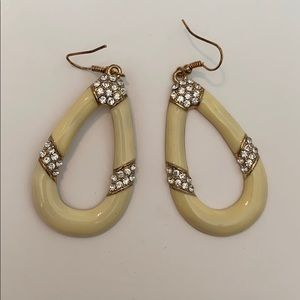 3/18$ Cream and Gold Earrings ♥️